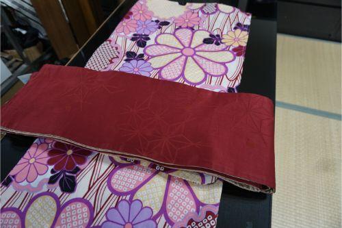 ゆったり幅の浴衣、生成りの菊模様
